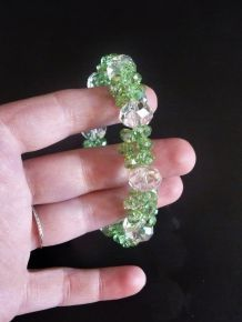 Bracelet  en perles de verre vert pastel et transparent- neuf