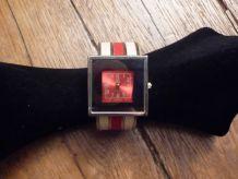 Montre Bracelet Carré Argenté, Blanc Et Rouge- Jot Luxe