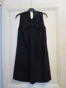 Robe noire élégante MangoSuit