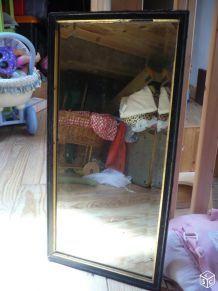 Miroir ancien biseauté cadre noir en bois filet doré