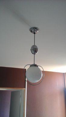 Lampe suspension vintage art deco 50's crome boule opaline