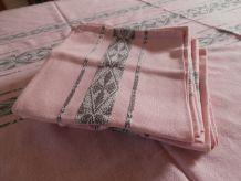 Nappe et serviettes roses