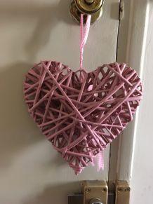 Coeur rose en osier