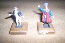 2 anciens personnages en plombs