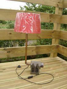 """lampe à poser industrielle , pièce recyclée, détournée, création luminaire  unique """"autruche"""" par détournement, recyclage"""