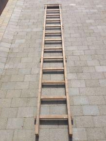 Ancienne échelle de peintre en bois