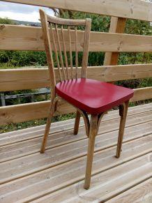 Chaise bistrot en bois, Baumann modèle 53,  revisitée, relookée en  rouge foncé