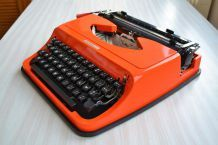 Machine à écrire orange Underwood 130