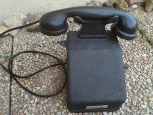 Ancien téléphone à manivelle CIT , années  1950