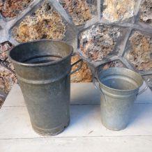 Deux pots de fleuriste en zinc