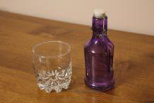 Petite bouteille couleur violette
