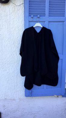 Poncho noir taille unique sans manches