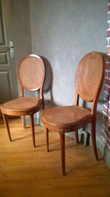 2 chaises cannées médaillon style Louis XVI