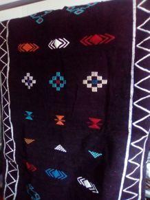 tapis berbère marocain (noir et rouge)