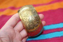 bracelet jonc rond effet dore motif fleur vintage