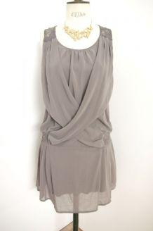 Robe neuve drapée dentelle élastique taupe gris marron fluide