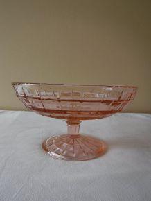 Compotier en verre rosé.