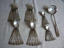 Partie de menagere 35 pieces en metal argenté