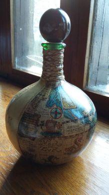 Bouteille ancienne en cuir globe terrestre