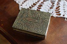 Boîte métal argenté