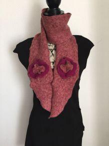 Echarpe rose à fleurs atelier Autruche Chapeaux Made in France