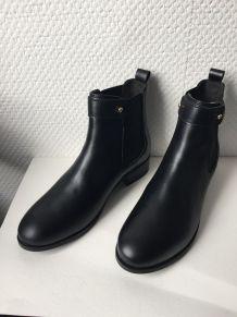 Chelsea boots plates en cuir noir neuves à patte réversible marque 70/30 pointure 39