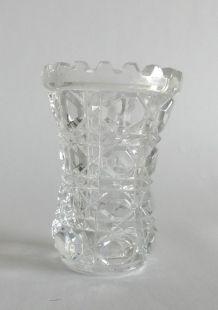 Petit vase en verre épais