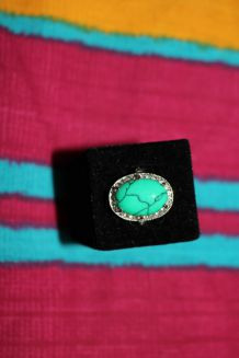 Bague effet argente pierre vert diamant