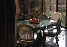salon en rotin complet avec table basse