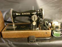 Machine à coudre de collection SINGER