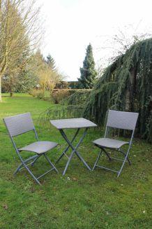 Table et 2 chaises de jardin