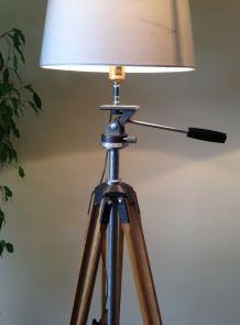 très grand lampadaire sur 1 ancien trépied photo en bois