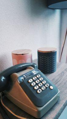 Téléphone à touches vintage de 1984