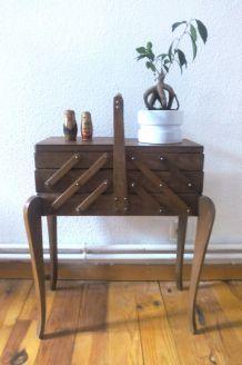 Jolie travailleuse en bois - vintage