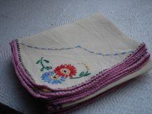 petites serviettes à thé brodées main