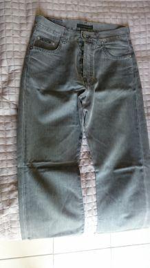 Jeans Chevignon homme T28 taille 28 pour homme mince ou ado garçon.