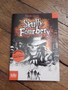 Livre Skully Fourbery -Tome 1-Derek Landy-Gallimard-Jeunesse