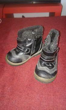 Chaussures montantes/ botillons garçon T. 24
