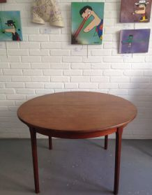 Table scandinave ronde en teck