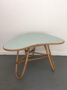 "Table basse vintage en rotin, dessus ""mint""."