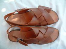 Paire de sandales en cuir