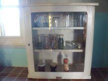 meuble présentoir, vitrine à confitures, verres, parfum