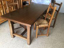 Table avec 4 chaises en bois massif