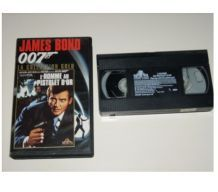 CASSETTE VHS JAMES BOND l'homme au pistolet d'or