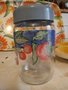 Pot en verre, décor fruit.