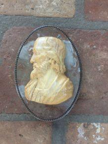 Profil sur fond en marbre