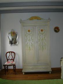 armoires vintage ou d 39 occasion pas cher entre particuliers luckyfind. Black Bedroom Furniture Sets. Home Design Ideas