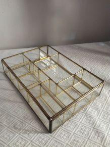 Grande boîte à bijoux en laiton et verre ancien