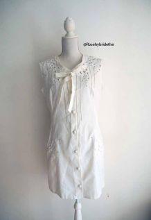Robe babydoll col cravate lavallière broderies blanche vintage 50's 60's