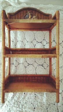 étagère en rotin décor perroquet